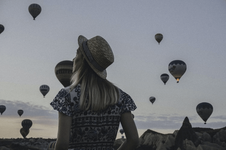 9 Incredibly Useful Tips for Women Travelling Alone