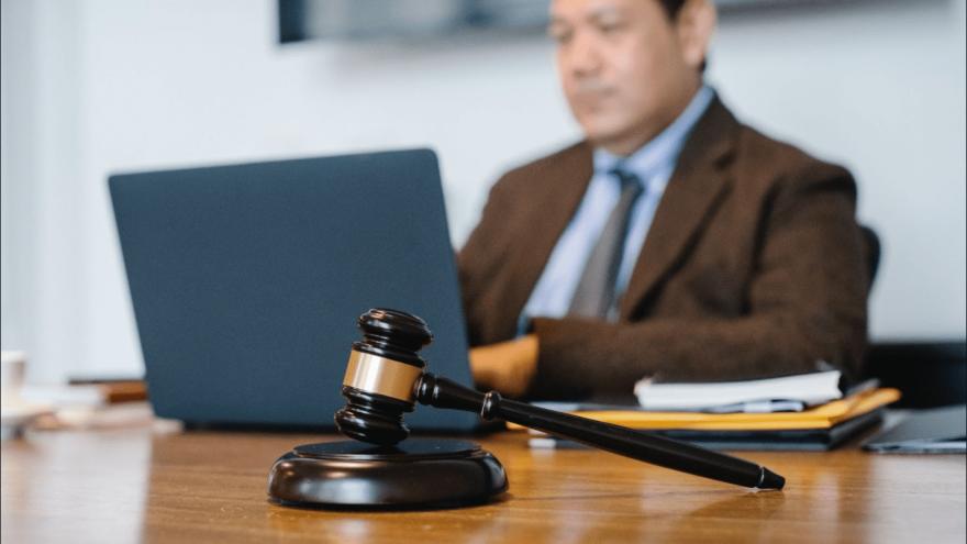 Freelance Court Reporter vs Official Court Reporter