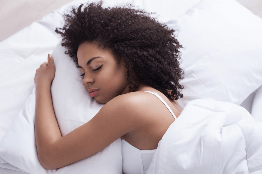 How To Protect Curly Hair At Night – The Pineapple Method